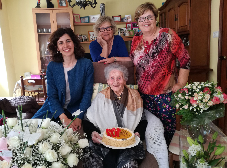 Pura, a avoa máis lonxeva de Oia, cumpre 102 anos