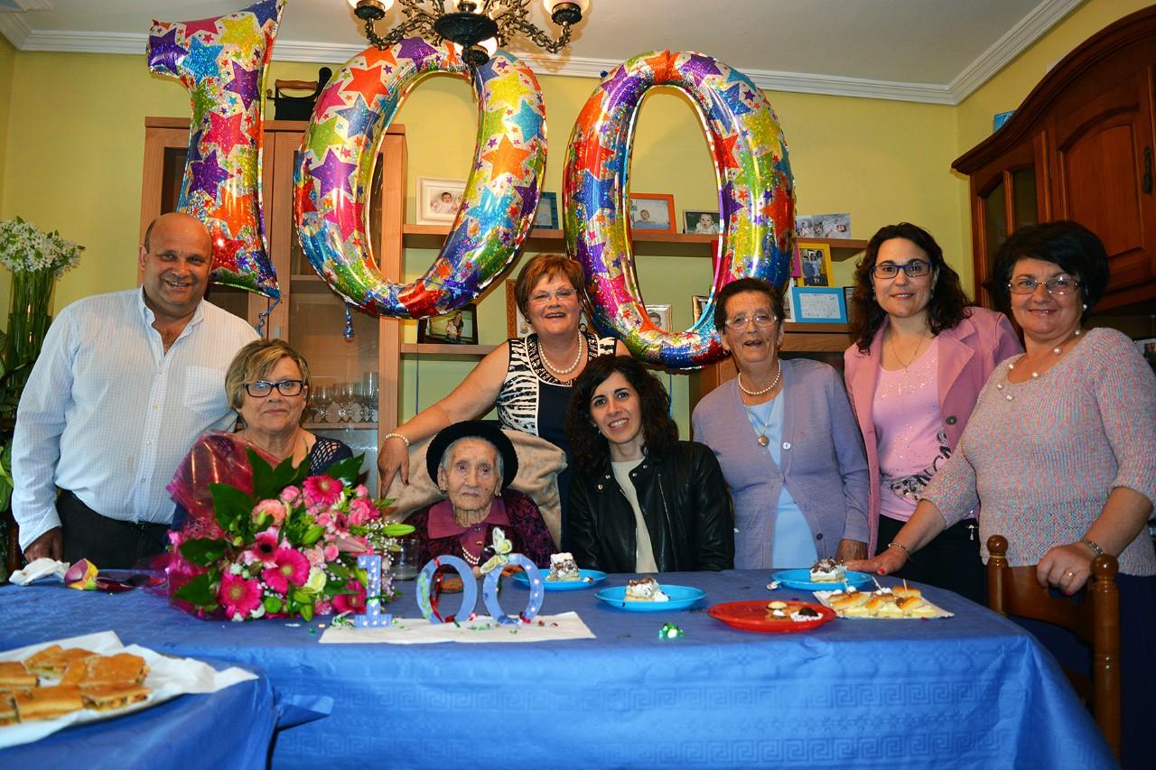 Homenaxe a unha veciña centenaria no Concello de Oia