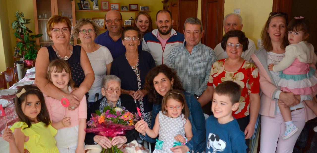 A veciña máis lonxeva de Oia, Purificación Granja, cumpre 101 anos