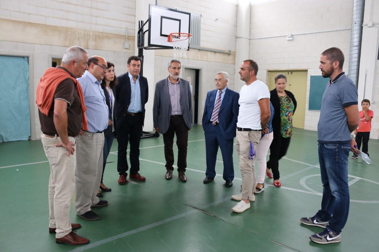 O Conselleiro de educación visitou o CEIP Mestre Manuel García de Oia