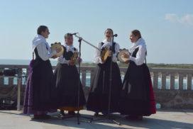 O casco histórico de Oia énchese de música durante as fins de semana de agosto