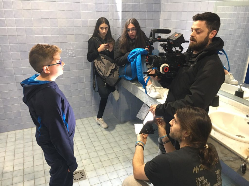 Mozos e mozas de Oia, protagonistas dun videoclip contra o acoso escolar