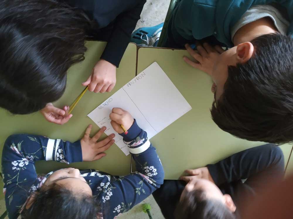 Nenos e nenas de Oia analizan a imaxe da muller nos medios nun proxecto de igualdade organizado polo Concello