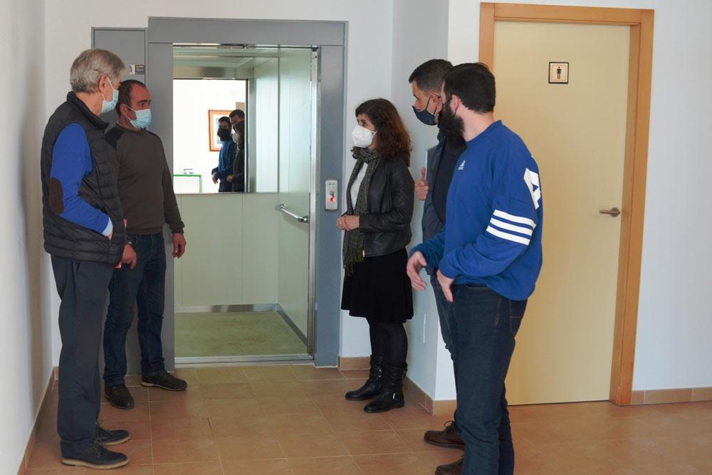 O Concello de Oia mellora a accesibilidade do Centro Sociocultural de Pedornes coa instalación dun ascensor