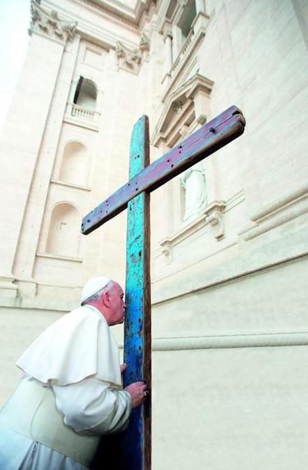 A Cruz de Lampedusa visita Oia na súa peregrinación pola Diocese Tui-Vigo