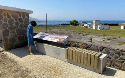 Oia continúa coa posta en valor do seu patrimonio cunha mesa informativa sobre as salinas do Aguncheiro