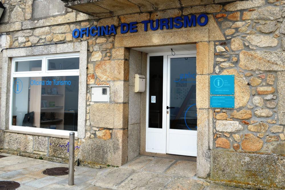 Cerca de 5.000 persoas pasaron pola oficina de turismo de Oia este verán